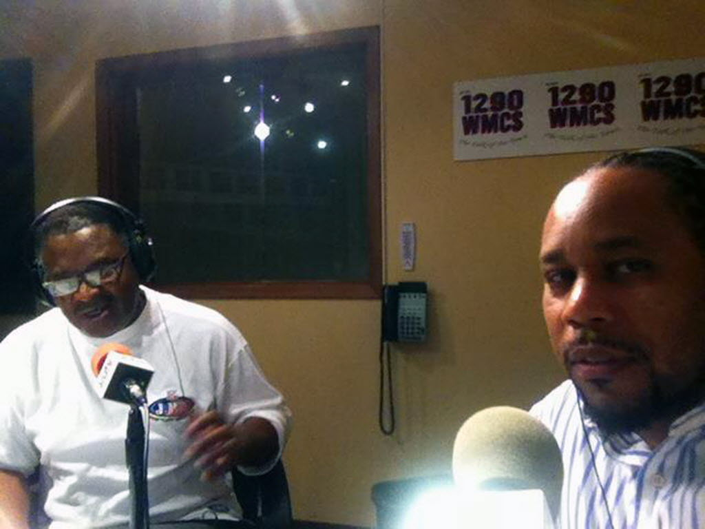 1186874 bytes; 2400 x 1800; Earl Ingram (left) with columnist James E. Causey at 1290 radio show. Photo by James E. Causey